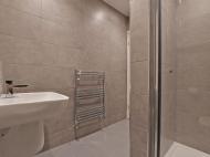 106 Club Garden - bathroom 1...jpg