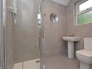 106 Club Garden - bathroom 2.jpg