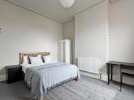 103 Club Garden - bed 2.jpg